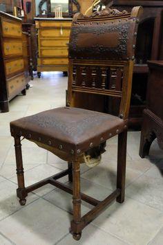 Quattro sedie in pelle da restaurare, con intagli, periodo '800.