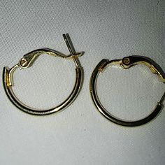 Small hoops 1cm in diameter .Costume Jewelry. There are no markings for silver or gold this item may contain nickel or other commonly used metals in costume jewelry the jewelry items on this page will be packaged in bags not boxes. And sealed safely for transport. Jewelry Earrings