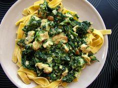 Na másle a trochu oleje osmažíme kuřecí kousky do zlatova a dáme je bokem. Poté osmažíme na jemno nakrájenou cibulku,až zezlatoví, přidáme... Sprouts, Broccoli, Vegetables, Food, Meal, Eten, Vegetable Recipes, Brussels Sprouts, Meals