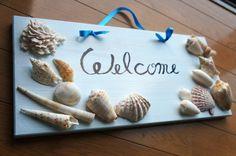 板に水色のペンキで塗り、南国の貝を貼りつけたウエルカムボード。薄い水色と白系の貝の組み合わせで爽やかな海のイメージでお客様をお出迎えしましょう。板のサイズ 縦...|ハンドメイド、手作り、手仕事品の通販・販売・購入ならCreema。