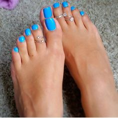 beautiful feet and perfect toes to start the weekend right! I love how soft and smooth her feet are. And her veins are sexy AF! Pretty Pedicures, Pretty Toe Nails, Cute Toe Nails, Pretty Toes, Blue Pedicure, Pedicure Colors, Toe Nail Color, Nail Colors, Tammy Nails