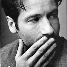 David Duchovny (The X Files). Photographed by Mark Seliger for US magazine (may, David Duchovny, Beautiful Men, Beautiful People, Pretty People, Hello Gorgeous, Hank Moody, Mark Seliger, Celebrity Portraits, Famous Faces