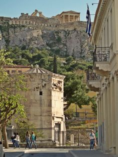 The Horologion of Kyrristos with Acropolis in the background. (Walking Athens - Route 04 / Plaka)