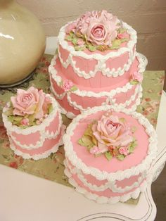 Love the faux pink cakes Pretty Cakes, Beautiful Cakes, Amazing Cakes, Fancy Cakes, Mini Cakes, Cupcake Cakes, Cakepops, Cake Lettering, Cake Piping
