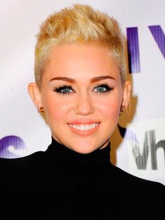 Top 20 Cute Short Hairstyles and Haircuts for Women  #shorthairstyles #hairstyles #celebrityhairstyles