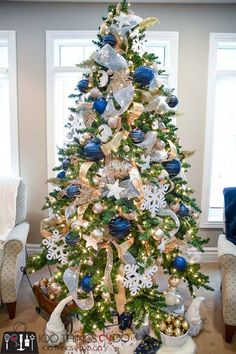 Navy Blue And Gold Christmas Tree decor blue gold 16 Exquisite Gold and Navy Blue Christmas Decorations Blue Christmas Tree Decorations, Elegant Christmas Trees, Silver Christmas Tree, Magical Christmas, Outdoor Christmas, Christmas Colors, Christmas Spider, White Christmas, Christmas Mantles