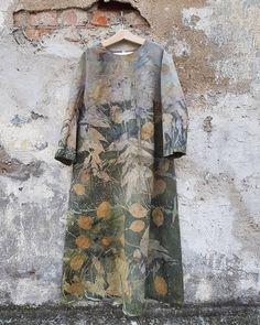 juliana zapata's media content and analytics Shibori, Half Sleeve Dresses, Half Sleeves, Natural Dye Fabric, Natural Dyeing, Fashion Prints, Fashion Design, Textiles, How To Dye Fabric
