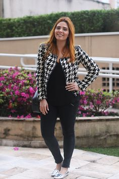 Look jeans e pied poule e mocassin metálico Claudinha Stoco