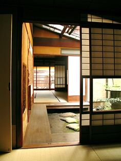 Japanese style house - 12 Unique Japanese House Design Traditional That Simple And Calmness – Japanese style house Japanese Style House, Traditional Japanese House, Japanese Interior Design, Japanese Modern, Modern Traditional, Japanese Homes, Small House Architecture, Architecture Design, Japan Architecture