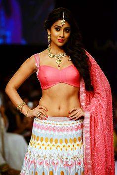 Filmi Masala: Shriya Saran hot navel show stills at Lakme Fashion Week