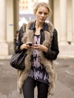 Faux fur vest - totally necessary Fur Fashion, Daily Fashion, Love Fashion, Fashion News, Fashion Looks, Fashion Outfits, Winter Trends, Autumn Winter Fashion, Winter Wear