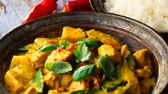 Yellow thai curry with rice