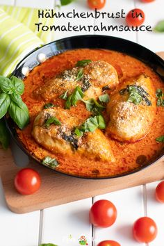 Delicious recipe for chicken breast in a basil and tomato cream sauce from the oven. Beautifully juicy chicken breast fillet, gratinated with a hint of parmesan cheese that goes well with pasta, rice Sauce Recipes, Beef Recipes, Chicken Recipes, Healthy Recipes, Healthy Foods, Chicken Breast Fillet, Tomato Cream Sauces, Sauce Tomate, Rabbit Food