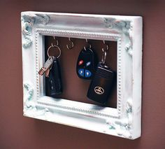 Ways To Reuse Old Picture Frames : DIY Recycled Craft Ideas DIY Key Holder of Old Picture Frame.DIY Ideas To Brilliantly Reuse Old Picture Frames Into Home Decor. Picture Frame Crafts, Old Picture Frames, Old Frames, Frames Ideas, Picture Craft, Decorate Picture Frames, Craft Frames, Empty Frames, Cadre Photo Diy