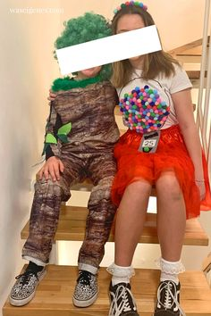 DIY Karnevalskostüm: Baum und Kaugummiautomat   #karneval #fasching #kostüm #DIY waseigenes.com Halloween Kostüm, Halloween Costumes, Harem Pants, Carnival, Punk, Recipes, Red Tulle Skirt, White Shirts