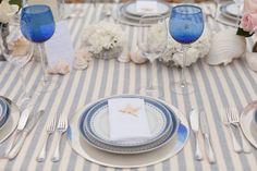 casamento praia: listras azuis, conchas