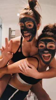 VSCO Girls Best Friends Funny Sleepover Face Masks Aesthetic Besties Photo Poses Ideas Summer Casual - Source by jjperlewitzz - outfits 2020 Photos Bff, Best Friend Photos, Best Friend Goals, Cute Photos, Bff Pics, Funny Photos, Best Friends Photo Shoot, Best Friend Things, Funny Disney Pictures