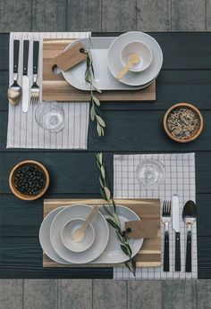Stylingtip - The right table decoration - Fräulein K sagt Yes - # Fräulein ., - The right table decoration - Fräulein K sagt Yes - # Fräulein Table Setting Inspiration, Decoration Inspiration, Comment Dresser Une Table, Table Arrangements, Deco Table, Thanksgiving Table, Thanksgiving Decorations, Decoration Table, Tablescapes