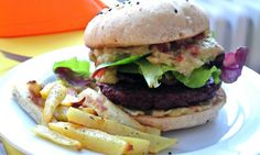 Beetburger - veganský řepný burger s guacamole