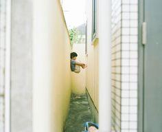 Hideaki Hamada / Photographer based in Osaka, Japan Portra 400, Kodak Portra, Mood And Tone, Japanese Film, Online Print Shop, Kids Corner, Film Photography, Documentary Photography, Cute Kids