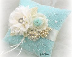 ***Made Upon Request- This set can be made in ANY color combination!! This gorgeous ring bearer pillow and flower basket set is another addition to my Au Naturel shabby and very chic line - inspired by the purity and simplicity of nature without sacrificing style and elegance. The set has been crafted using linen, lace, pearls and a straw-like materials for the body of the basket. Ivory and champagne are the main colors seen in this set. Pillow: It measures 8 inches square and can be made…