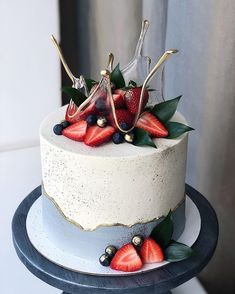 Sweets With Sponge cake - Food Pretty Cakes, Beautiful Cakes, Amazing Cakes, Food Cakes, Cupcake Cakes, Cupcakes, Strawberry Cakes, Strawberry Cake Decorations, Strawberry Frosting