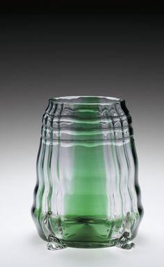 Kolomon Moser - Vase with Green Stripes, 1901 - 1901. The Corning Museum of…