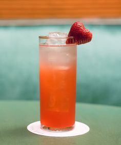 The Strawberry Fields Forever Recipe Includes recipes for hibiscus and strawberry syrups Best Mocktails, Non Alcoholic Cocktails, Fun Cocktails, Cocktail Drinks, Fun Drinks, Yummy Drinks, Cocktail Recipes, Yummy Food, Mixed Drinks Alcohol