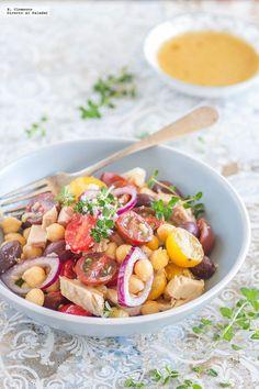 Una buena manera de seguir incluyendo legumbres en nuestra dieta a pesar de los días calurosos, es añadiéndolas a una ensalada. Ejemplo de ello ...