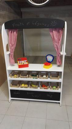 Fabriquer une marchande / théâtre en bois pour enfants avec cagettes pour fruits et légumes