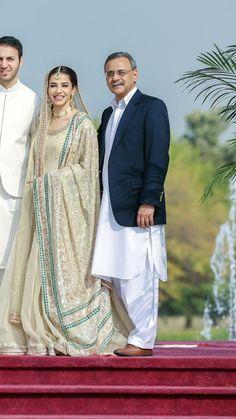 New Bridal Drees Asian Walima Ideas Asian Wedding Dress, Pakistani Wedding Outfits, Pakistani Wedding Dresses, Bridal Outfits, Indian Dresses, Indian Outfits, Nikkah Dress, Bridal Lehenga, Indian Fashion