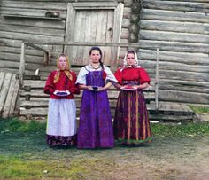 Colour photographs of Imperial Russia. Stunning. http://www.retronaut.co/2010/06/imperial-russia-in-colour-1909-1915/