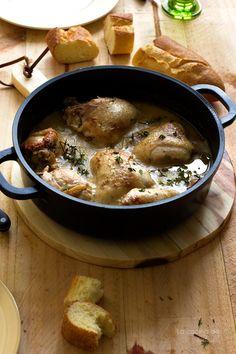Pollo con ajo y tomillo en su salsa