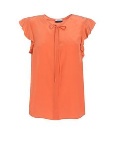 A gorgeous coral silk top from Jaeger, to suit women with apple body shapes. The short little ruffled sleeves will extend the lines of the shoulders a little, to help keep an apple's upper body in proportion, whilst the loose fit of the top will help to disguise a full tummy, & the minimal detailing ensures that this top won't draw attention to an apple's heavier top half!