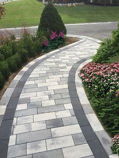 38 fantastic walkway design ideas for the front yard landscaping . - 38 fantastic walkway design ideas for the front yard landscape 29 Front Yard Walkway, Front Yard Landscaping, Mulch Landscaping, Paver Walkway, Backyard Walkway, Front Yards, Outdoor Walkway, Paver Sidewalk, Brick Pavers