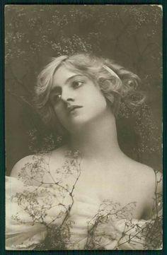 Ivy Lillian Close, postcard 1910