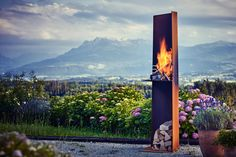 RAIS Angle - a graphic outdoor fire with a sculptural grill for beach or patio. Eye-catching centrepiece for cosy gatherings and outdoor cooking. Summer evenings will never be the same! Outdoor Fire, Outdoor Living, Exterior, Outdoor Cooking, E Design, Scandinavian Design, Decorating Your Home, Stove, Cool Designs