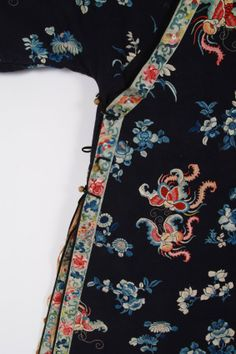 CHINESE EMBROIDERED SILK ROBE. : Lot 1313051