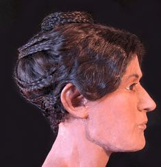 Egyptian mummy's hairstyle recreated thanks to CT scans and facial reconstruction! Khalesi hair style found in Ancient Egyptians! Egyptian Hairstyles, Roman Hairstyles, Medieval Hairstyles, Cool Hairstyles, Ancient Rome, Ancient Greece, Ancient Ruins, Ancient History, Forensic Facial Reconstruction