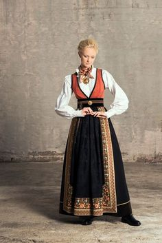 evaliedesign_fantasistakker_smal_web17 Traditional Fashion, Traditional Dresses, Norwegian Clothing, Costume Ethnique, Scandinavian Fashion, Period Outfit, Folk Costume, Historical Costume, Poses
