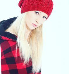 Elisa wears  cap in wool land unisex shirt
