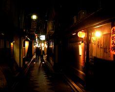 Okonomiyaki_restaurant_by_James_Disley_in_Pontocho,_Kyoto.jpg (2395×1920)