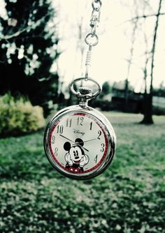 Mickey Mouse pocket watch :) would b a great necklace! Mickey Mouse And Friends, Mickey Minnie Mouse, Disney Mickey, Disney Fun, Disney Style, Disney Magic, Mickey Watch, Mickey Love, Mikey Mouse