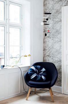 styling: Mette Helena Rasmussen (firm living marble wallpaper)