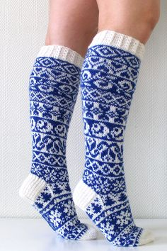 ideas knitting projects socks knee highs for 2019 Poncho Knitting Patterns, Knitting Charts, Easy Knitting, Knitting For Beginners, Knitting Socks, Knitted Hats, Knit Socks, Knitting Baby Girl, Knitting Quotes