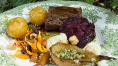 Älgfilé med bakade betor och färskpotatis | SVT recept Norwegian Food, Norwegian Recipes, Pot Roast, Dinner, Eat, Ethnic Recipes, God Mat, Drink, Dining