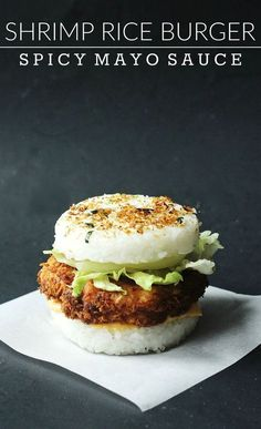 Crispy Shrimp Rice Burger Recipe – Couple Eats Food Crispy fried shrimp rice burger with delicious spicy mayo sauce! Add lettuce and onions for some freshness, and top with Furikake Japanese seasoning. Sushi Recipes, Burger Recipes, Seafood Recipes, Asian Recipes, Cooking Recipes, Yummy Recipes, Comida Fusion, Fusion Food, Shrimp And Rice