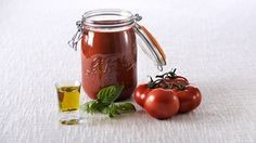 Recette Coulis de tomates en conserve - Le Parfait Home Canning, Food Storage Containers, Canning Recipes, Hot Sauce Bottles, Junk Food, Glass Jars, Seafood, Tasty, Healthy Recipes