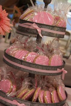 Party favor idea and great tin cookie display