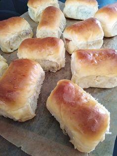 Bukta, mindig így sütöm, mert finom és hamar el is készül! - Egyszerű Gyors Receptek Hot Dog Buns, Hot Dogs, Hamburger, Bread, Sweet, Desserts, Basket, Hungarian Recipes, Tailgate Desserts